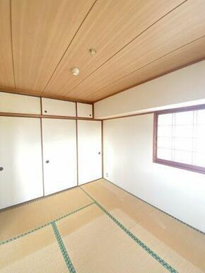 ☆窓もあり明るい和室は、お客様がいらっしゃったとき客間としても使えます☆