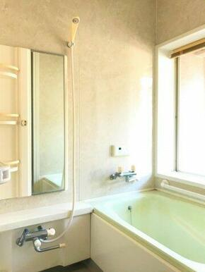 ☆浴室にも窓があるので、換気に便利です☆