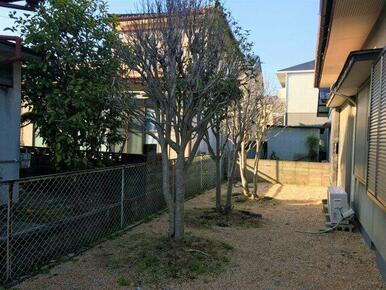 ☆広々したお庭はガーデニングなども楽しめますよ☆