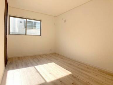「2階南側洋室」約6.7帖