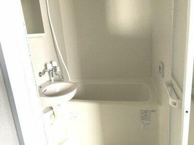 落ち着いた空間のお風呂です。追い焚き機能付き!