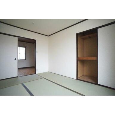 ◆和室◆お部屋がスッキリ使えそうな収納もございます。ゴロゴロできるくつろぎ空間です☆