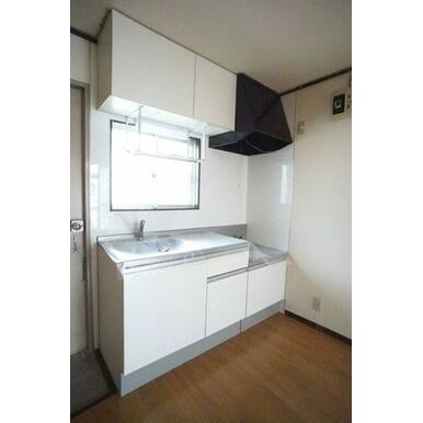 ◆キッチン◆上下セパレートタイプの収納付きで、食器や調理器具がたくさん収納できそうですね♪