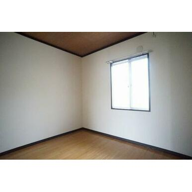 ◆洋室(4.1帖)◆子供部屋や趣味のお部屋など、生活スタイルに合わせてご活用ください♪