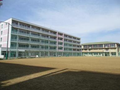 宮城野中学校まで徒歩11分(803m)