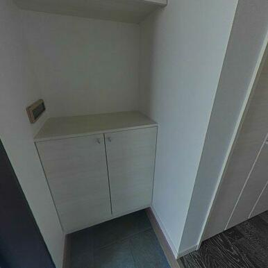 シューズボックスと廊下にも収納があります!