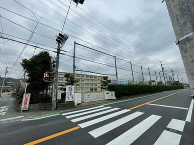 都田小学校まで約180m(徒歩約3分)です。