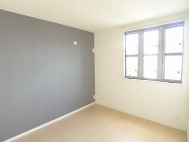 アクセントクロス仕様のおしゃなお部屋です。  ※お部屋は同タイプ(反転)103号室となります。