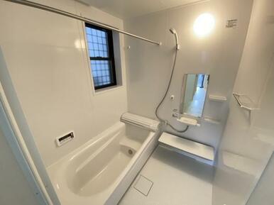 【浴室】 ゆったりと足が伸ばせる、1.0坪のユニットバス!