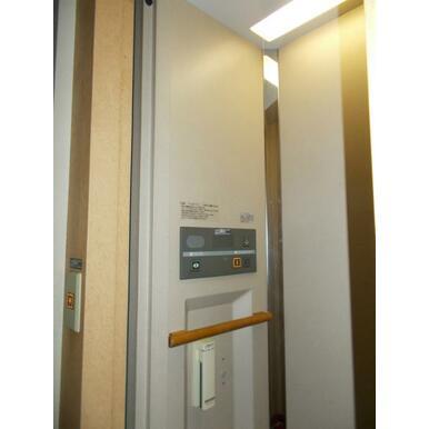 2階へはホームエレベーターで移動できます。