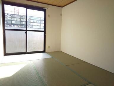 畳スペースで癒しの空間・和室も御座います♪