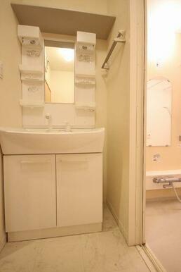 ◆洗髪洗面化粧台◆シャワー付きで、忙しい朝にもシャンプーができちゃいます☆ボウルも大きめなので水ハネ