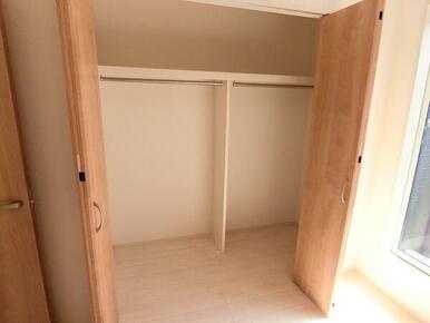 2階 洋室5.25帖 収納