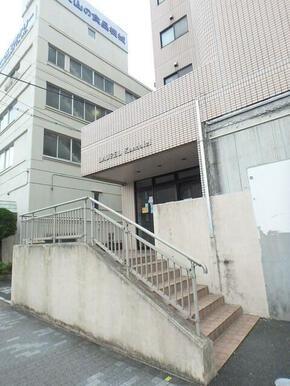 ★建物入り口 共用階段★
