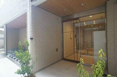 建物共用エントランスは部外者の出入りを防ぐオートロック仕様(オートドア)♪
