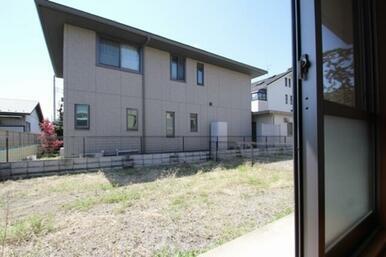 1階は専用庭付!お隣のお部屋とはフェンスで仕切られています。※2階はベランダ仕様
