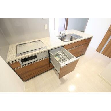 家事効率をグッと上げる食器洗浄乾燥機付のシステムキッチン