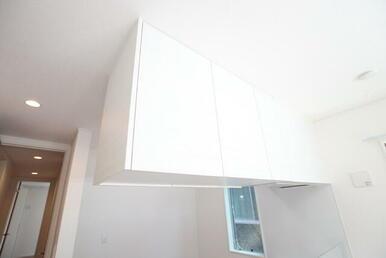 キッチン上部棚は両側から開けられます!