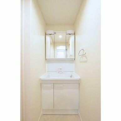 3面鏡でセットしやすい独立洗面台♪