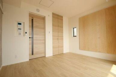 ◆洋室◆角部屋なので小窓つきです。