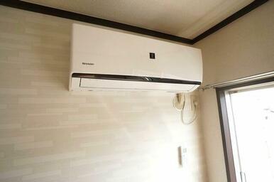 【設備】洋室①の設備エアコンはプラズマクラスター搭載の物を採用!消臭効果もあり便利♪