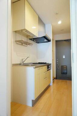 【キッチン】2口ガスコンロ&グリル付きのキッチンです。