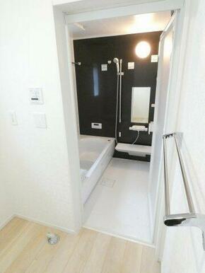 一日の疲れを癒す浴室、ゆとりの一坪タイプです