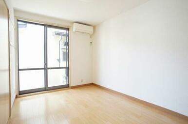 ◆洋室(5.9帖)◆照明付きなので、初期費用が抑えられそうですね♪