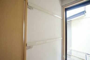 ◆洋室(5.9帖)◆化粧幕板にはフックがついているので、洋服や時計などの飾りかけにご活用ください♪