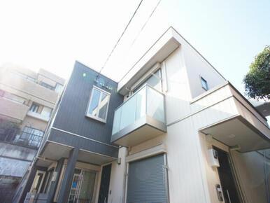 積水ハウス施工賃貸住宅「シャーメゾン」☆外壁はスタイリッシュな2トーン♪
