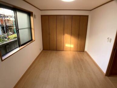1階洋室と大きなクローゼット