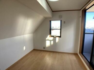 3階バルコニー側洋室