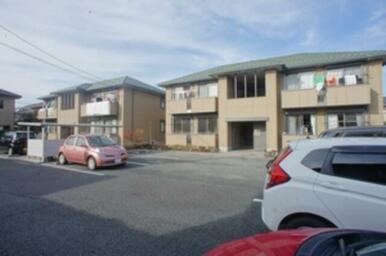 敷地内に同じ仕様のアパートが2棟ございます。