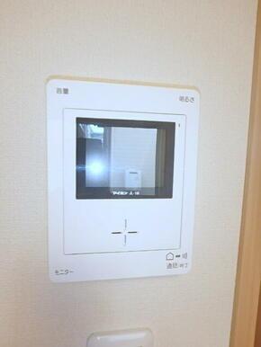 来訪者をしっかり確認できるTVモニターホン(※別室参考写真)