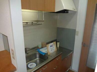 コンパクトなキッチンですがシンクが広く洗い物が楽です!