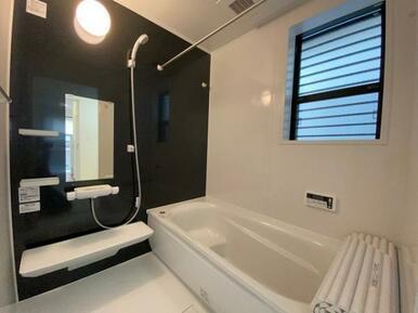 【浴室】ゆったりと足が伸ばせる、1.0坪のユニットバス!