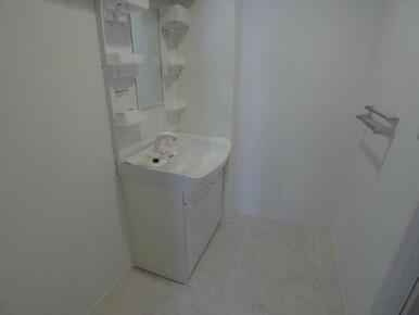 【洗面所】室内洗濯機置き場&独立洗面化粧台☆ 足を濡らさずに使えるので便利です♪