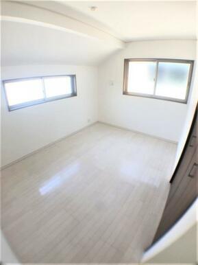 【洋室】白を基調とした室内でどんなインテリアも合います!