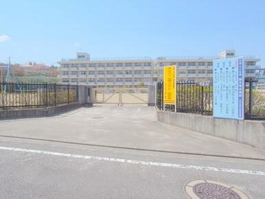 川平小学校まで徒歩13分