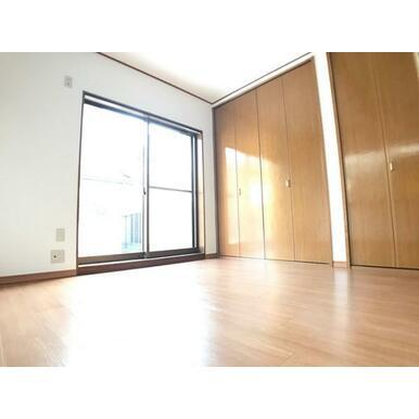 「2階南側洋室」