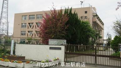 新栄中学校