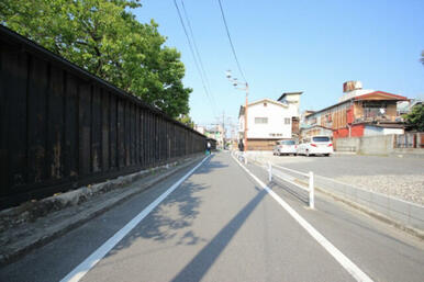 黒塀のある風景です。