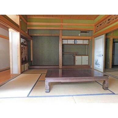 2間の床の間と出書院のある本格的な和室です