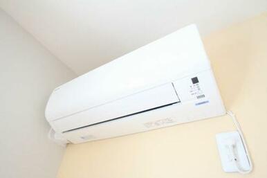 冷暖房機能付きのエアコンが設置されている為、オールシーズン快適に過ごすことが出来ます。