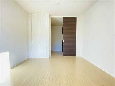 明るい色味の建具で、さわやかな印象の室内です♪