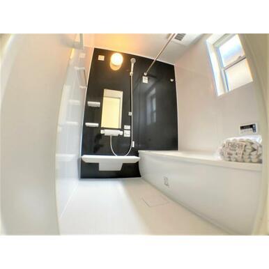 【浴室】雨の日のお洗濯も安心の浴室乾燥機付き!