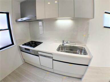 【1号棟キッチン】お料理するのが楽しくなる!最新の設備が整ったキッチン!