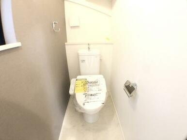 【1号棟トイレ】家計と環境に優しい、節水型ウォシュレット付トイレ!