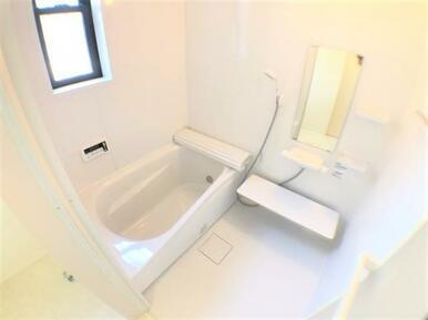 【1号棟浴室】 雨の日のお洗濯も安心の浴室乾燥機付き!