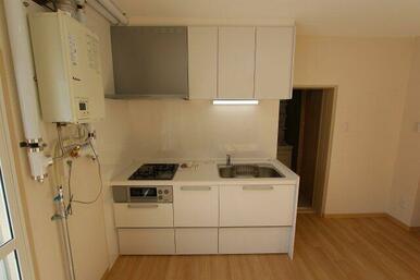 令和3年2月に新品交換のキッチン・人造代理石天板
